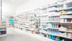Photo: Shelfs with product in a drug store / pharmacy; copyright: panthermedia.net / SimpleFoto